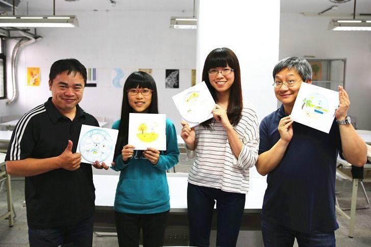 「365° 轉轉時鐘月曆」指導老師張盛權(左起)、學生廖若妤、徐靖雅,及指導老師...