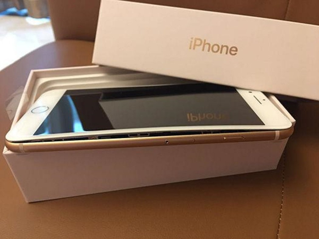 「親友」在臉書上賣iPhone 8,喊一萬元你會不會心動? 圖/取自澎派新聞