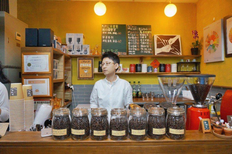 陳子瑀是市場的女兒,她說這一生已嫁給咖啡。(攝影/林郁姍)