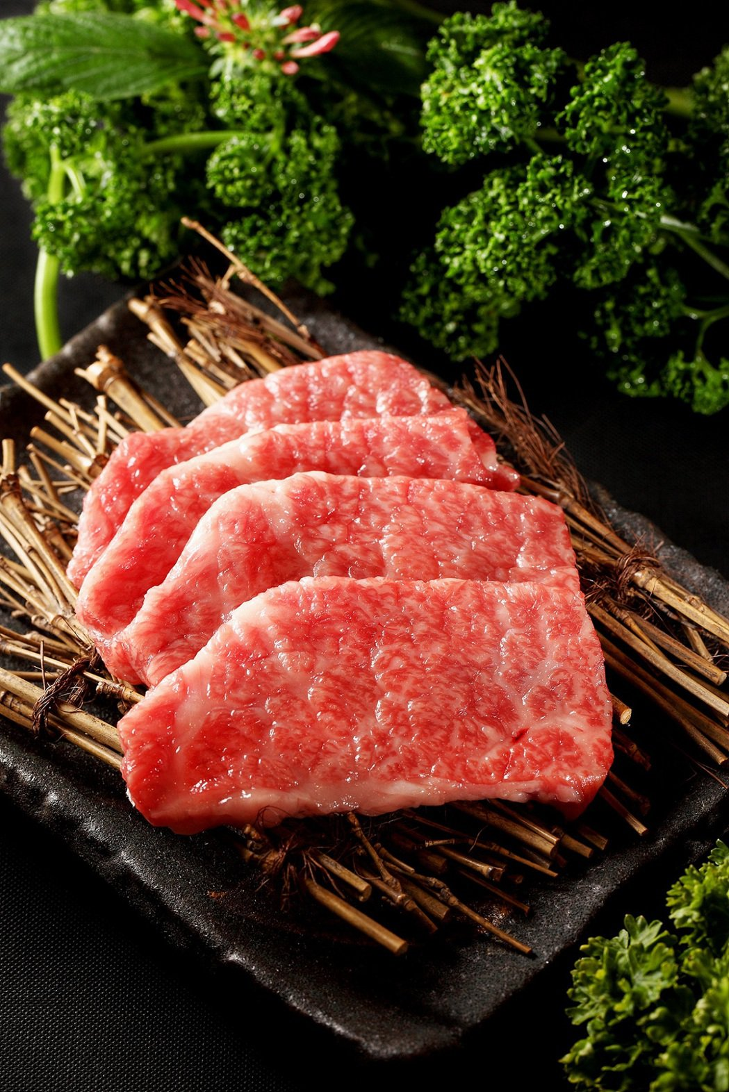 日本宮崎牛肩胛燒肉片。圖/台畜提供