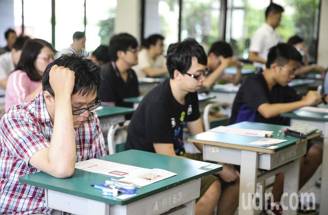 考選部最新統計顯示,近3年,高普考、地特、初考的考生中,有2成以上都是應屆畢業生...