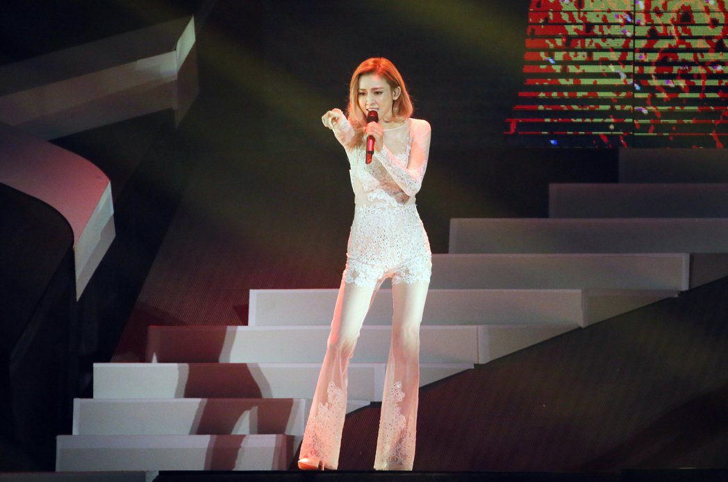 范瑋琪舉行演唱會,一連演唱25首歌曲與歌迷同歡。記者許正宏/攝影