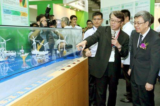 三度流標的台電離岸風場示範計畫,台電已將預算金額從之前的一九五億提高到二五○億。...