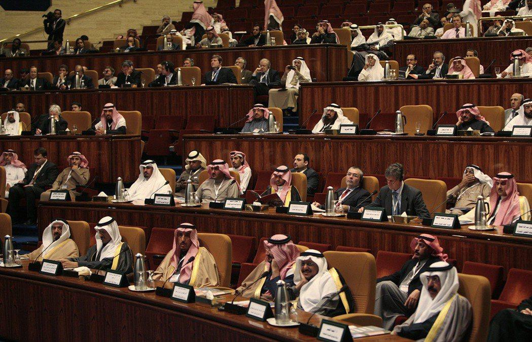 沙烏地阿拉伯政府要職幾乎全都由親王擔任。 路透