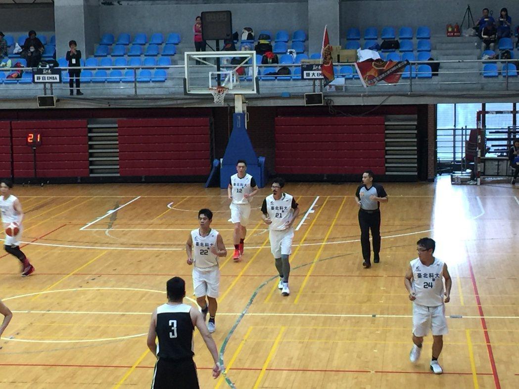 2017全國EMBA籃球賽(4)日在師大體育館開打。 北科大/提供