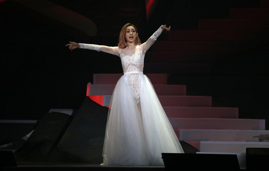 范瑋琪昨天舉行演唱會,她以一襲白紗現身亮相。記者許正宏/攝影