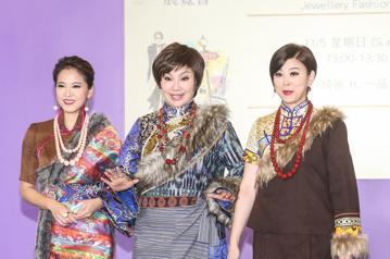 台灣珠寶首飾展覽會,廠商請來民視八點檔連續劇演員唐美雲、方馨、蘇晏霈出席走秀,展現時尚珠寶。