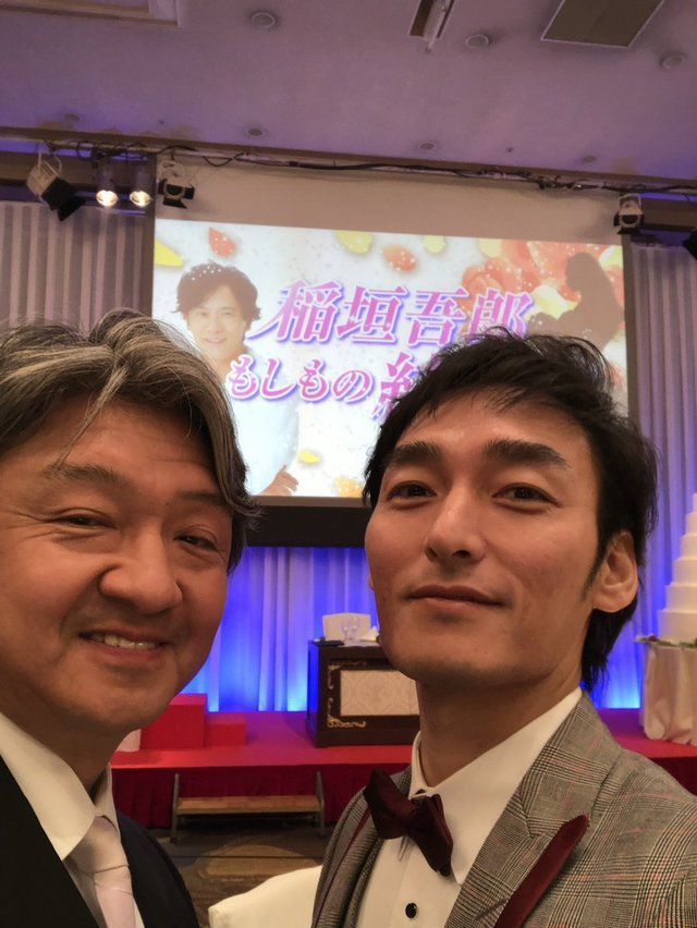 草彅剛和HIRO開心在婚禮現場自拍。圖/摘自推特