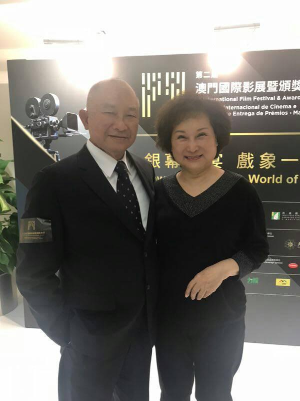 吳宇森(左)在妻子牛春龍(右)陪伴下,出任澳門影展大使。圖/圖牛春龍提供