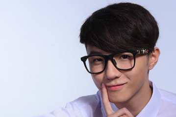 19歲的新人蘇一晉4年前透過韓國跨國選秀活動「K-POP 獵星行動 臺灣代表賽」參加選拔,是繼周子瑜後,第2位在韓國發展的「台灣囡仔」,這幾年經過培訓與中港台累積表演經驗,終於回到家鄉,11月3日發...