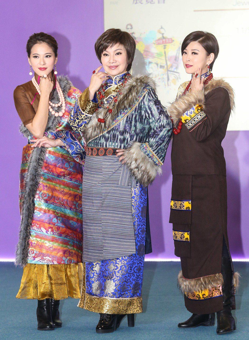 蘇晏霈(左起)、唐美雲、方馨出席珠寶走秀。記者鄭清元/攝影