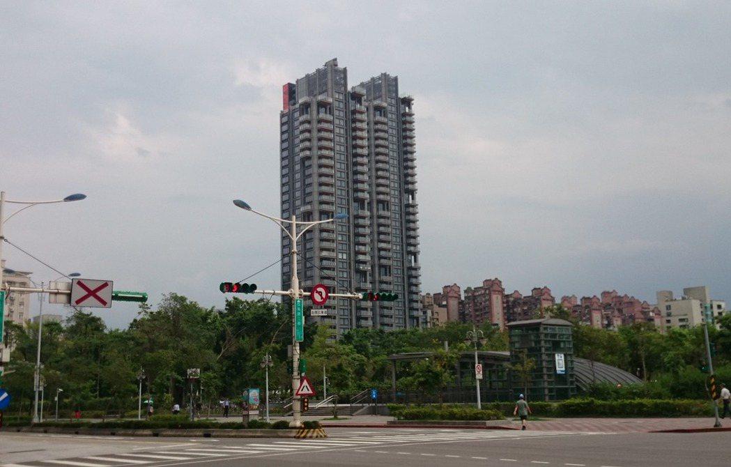元利建設豪宅代表作「One park taipei 信義聯勤」推案時程可能在第2...