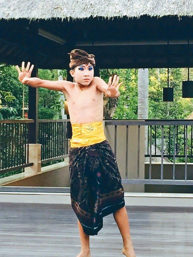 虹夕諾雅峇里島的傍晚有傳統舞蹈欣賞與教學。 記者錢欽青/攝影