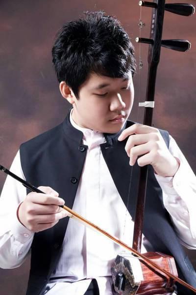 20歲的莊謦瑋就讀台南應用大學音樂系二年級,主修樂器二胡,也學鋼琴。 圖/三昧堂...