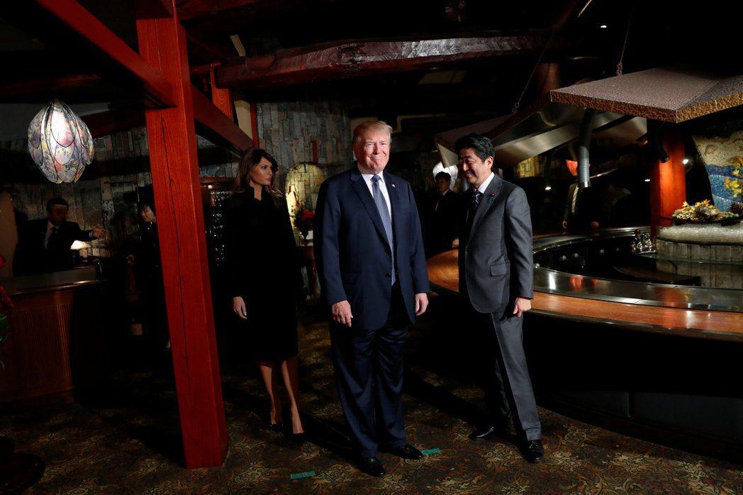 日相安倍晉三5日招待美國總統川普夫婦到東京銀座Ukai亭吃和牛鐵板燒。 路透