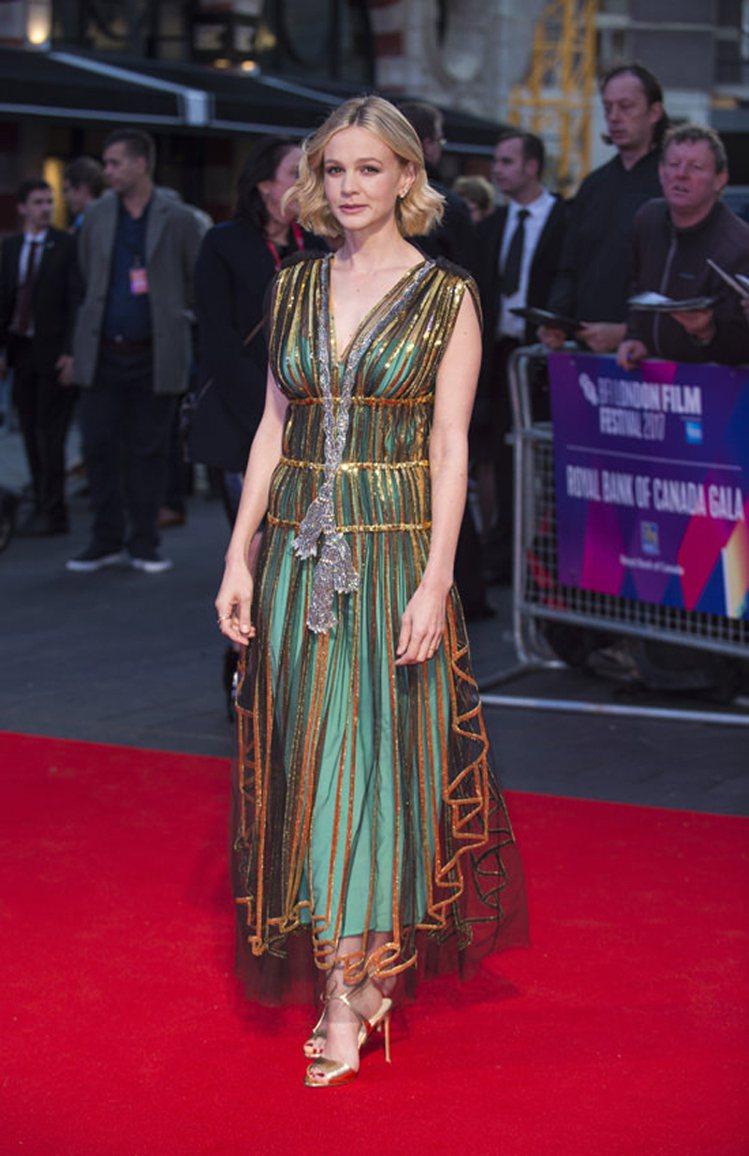 凱莉穆莉根前陣子在倫敦電影節選穿Gucci 2018早春系列薄紗禮服。圖/摘自T...
