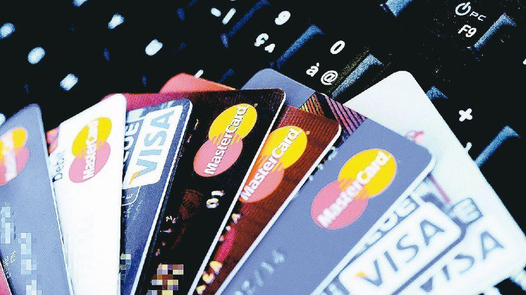 報稅季節來臨,透過信用卡繳稅 ,不但享有延遲付款好處,還有多家信用卡提供繳稅分期...