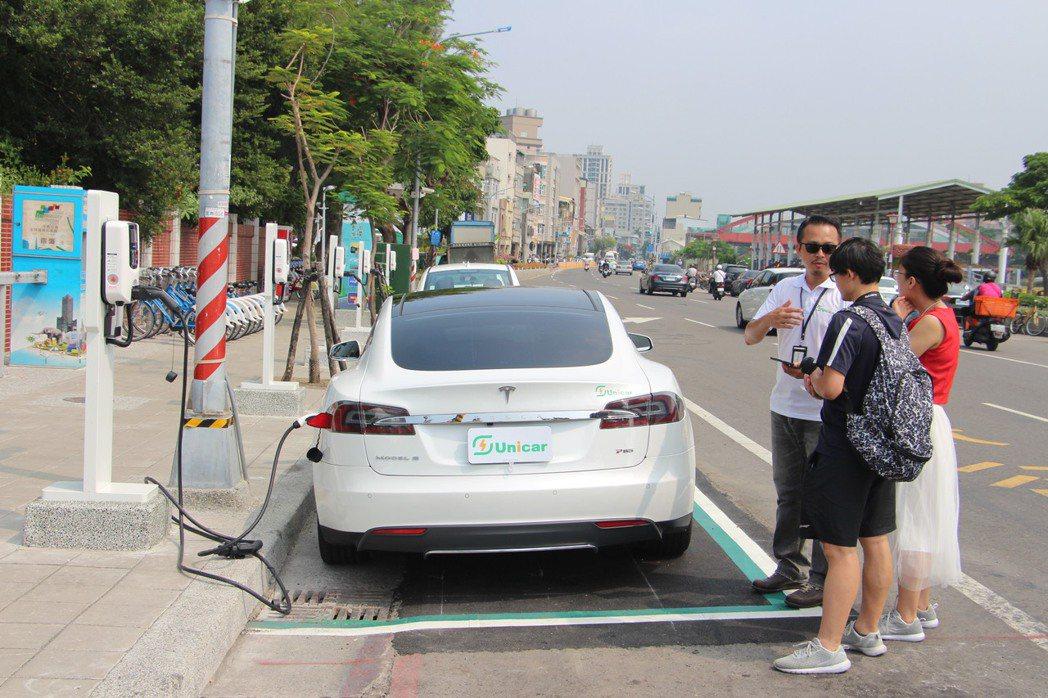 在生態交通全球盛典亮相的電動汽車共享系統Kdrive示範租賃站。 圖/聯合報系資...