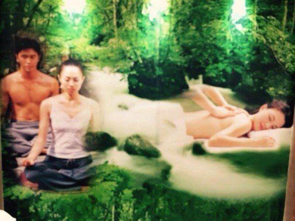 台灣觀光局爭取中東客,去年在杜拜推廣時,把「裸露」的按摩照當大看板宣傳。 圖/取...