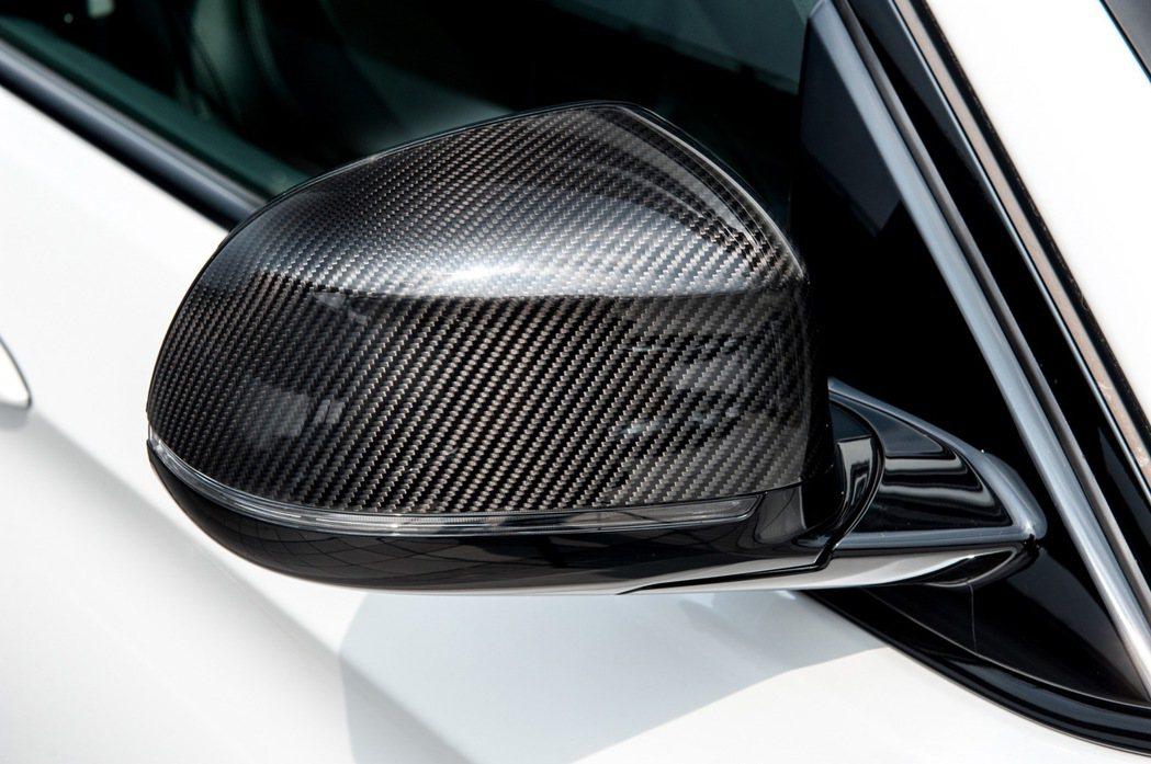 免費升級M Performance 碳纖維車外後視鏡蓋。 圖/汎德提供