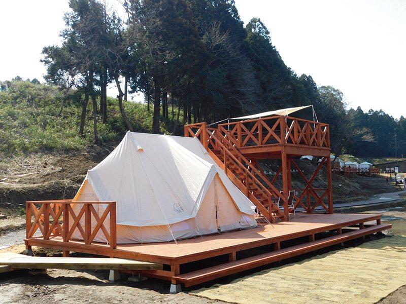 2層木棧露台的豪華設施「THE FARM CAMP Villa」,可以從2樓俯瞰...