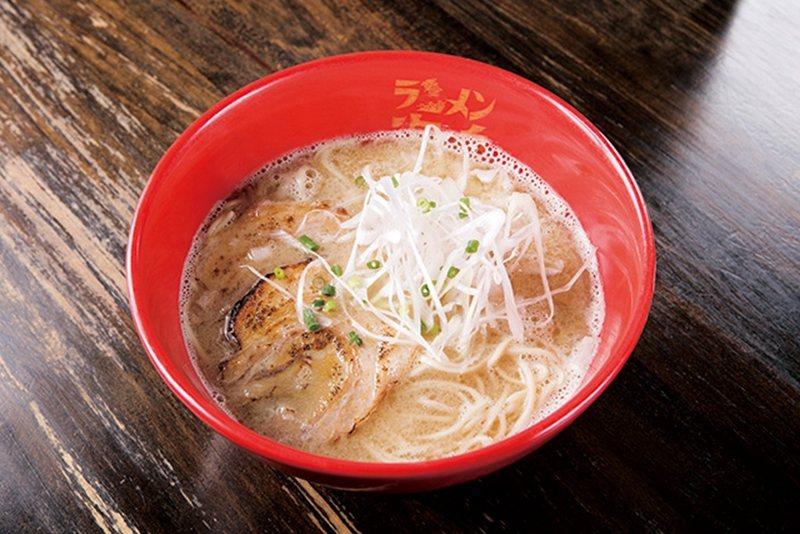 魚介とんこつラーメン(海鮮豚骨拉麵)/豚骨的濃厚風味與海鮮湯頭的清爽感調和,脆脆...