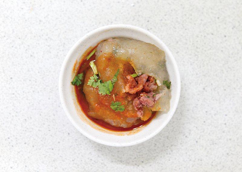 肉圓40元/一份肉圓有兩顆,粒粒飽滿,每口都可以吃到豐富的餡料。