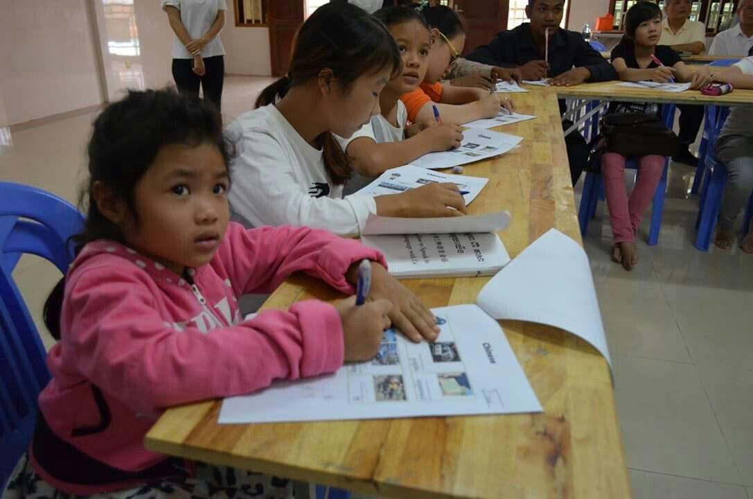 台東大學昨天前往柬埔寨金邊市進行「柬埔寨華語教學見習活動」,連5歲的小朋友也來學...