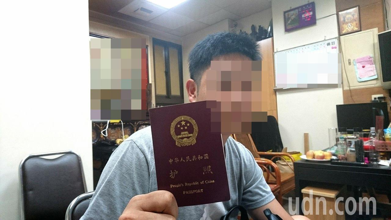 遊客跟團到大陸與俄羅斯旅遊,竟拿到中國護照。本報資料照片 記者黑中亮/攝影
