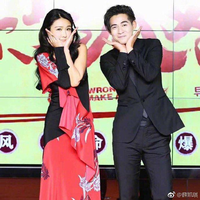 喜劇愛情新片「天生不對」5日在北京舉行首映,男女主角周渝民與薛凱琪出席。圖/摘自