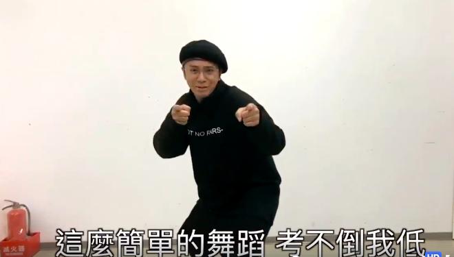 小豬輕鬆完成「猴喜翻」舞蹈。圖/摘自哈林臉書