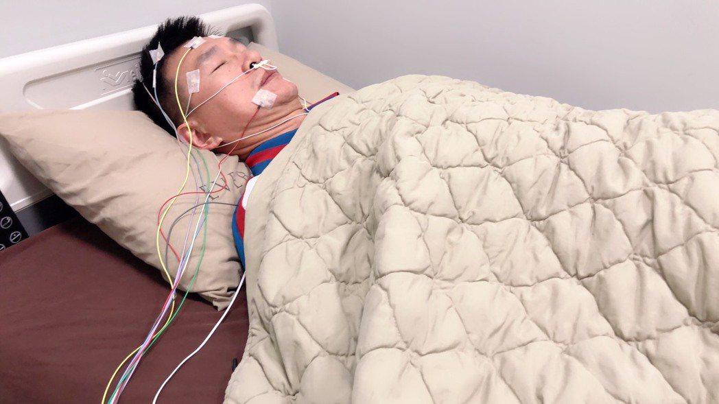 長安醫院胸腔科醫師周志和建議,有白天嗜睡、疲勞者可以先到睡眠檢查中心評估,以瞭解...