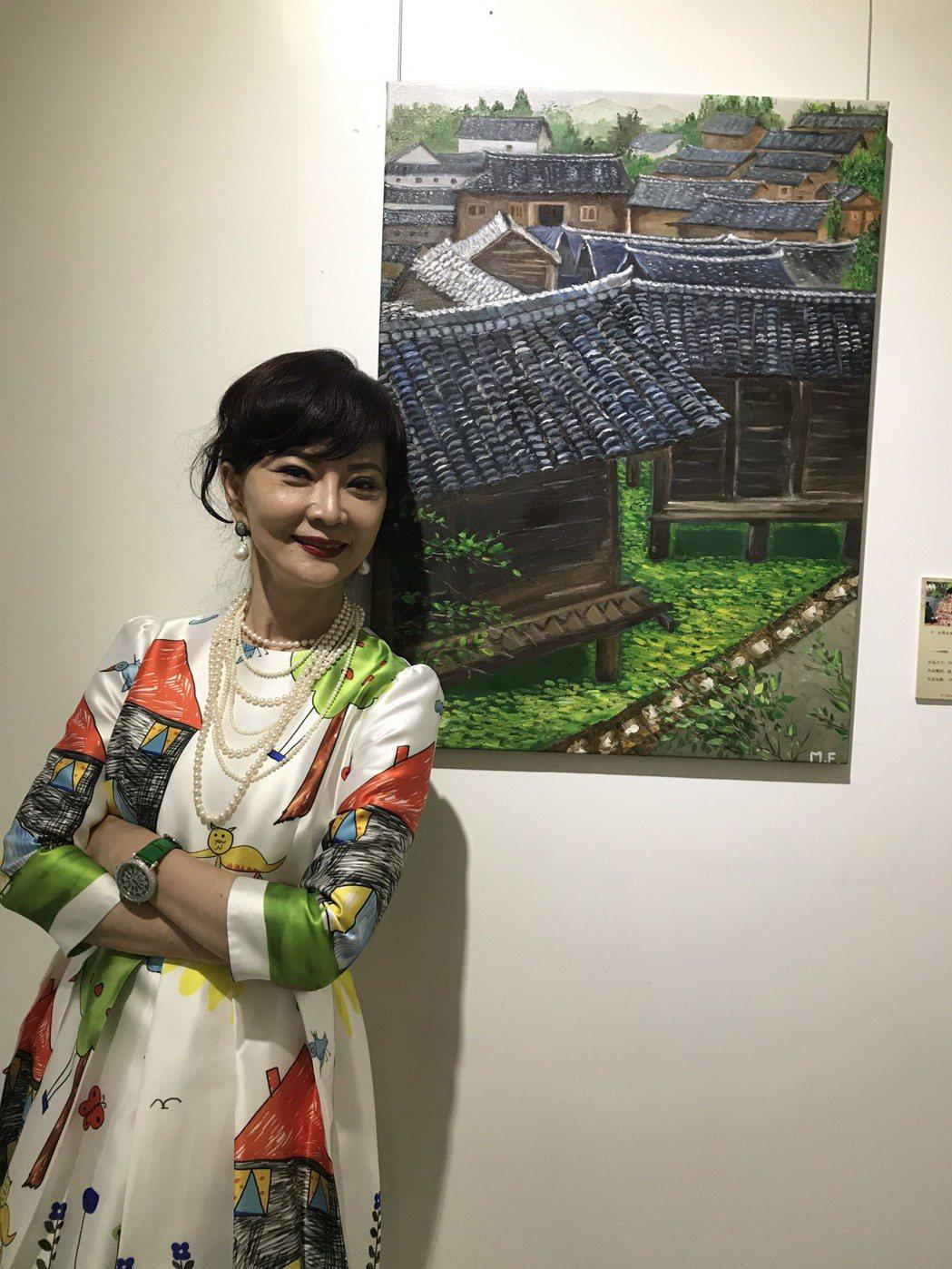 久違的鄧美芳出席重慶海峽兩岸電視藝術節書畫展風采依舊。記者楊起鳳/攝影