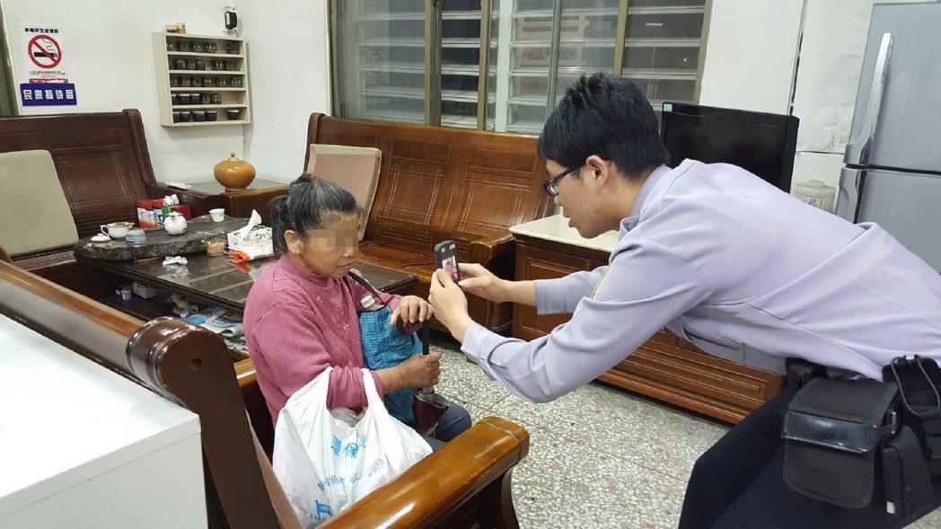 台灣警察,使用M-POLICE行動電腦查出迷路的失憶老婦人身分,讓她平安返家。 ...