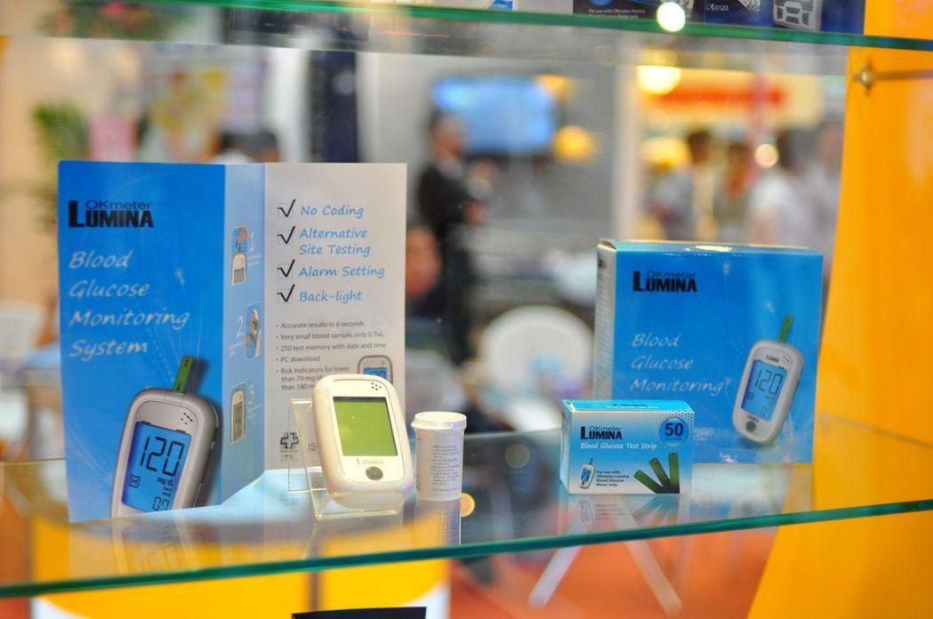 訊映光電研發推出具背光與鬧鐘功能的血糖儀。訊映光電/提供