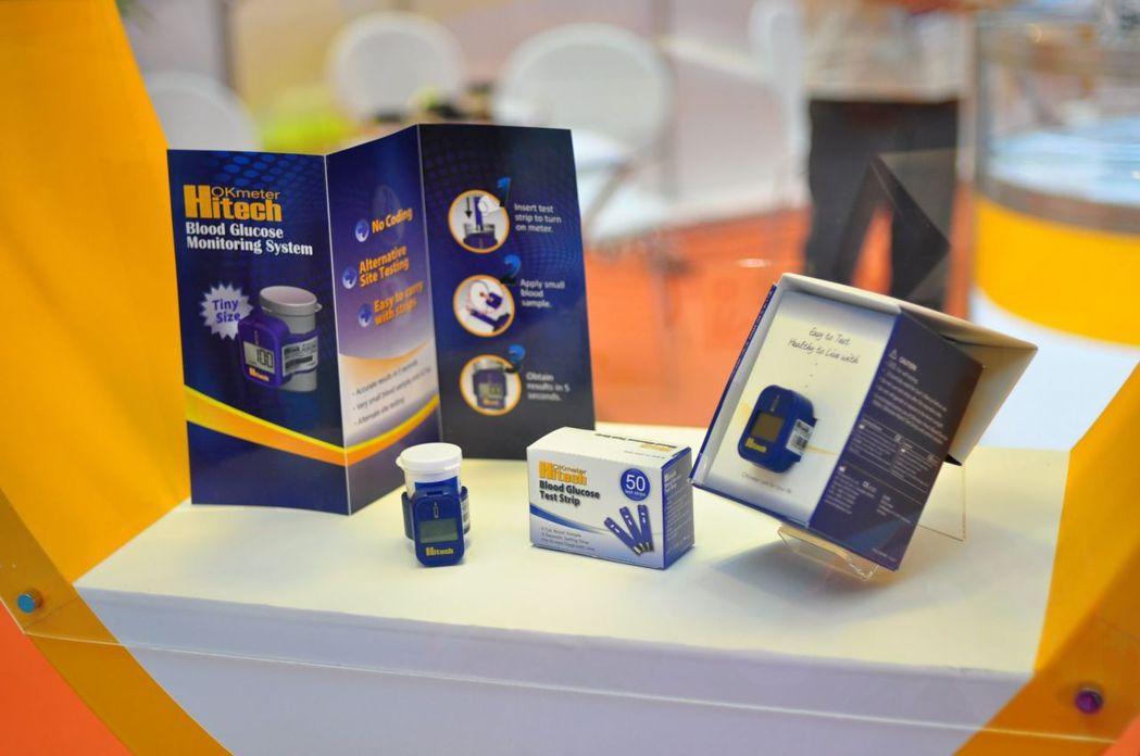 訊映光電研發推出附掛於試片罐上的輕巧血糖儀。訊映光電/提供