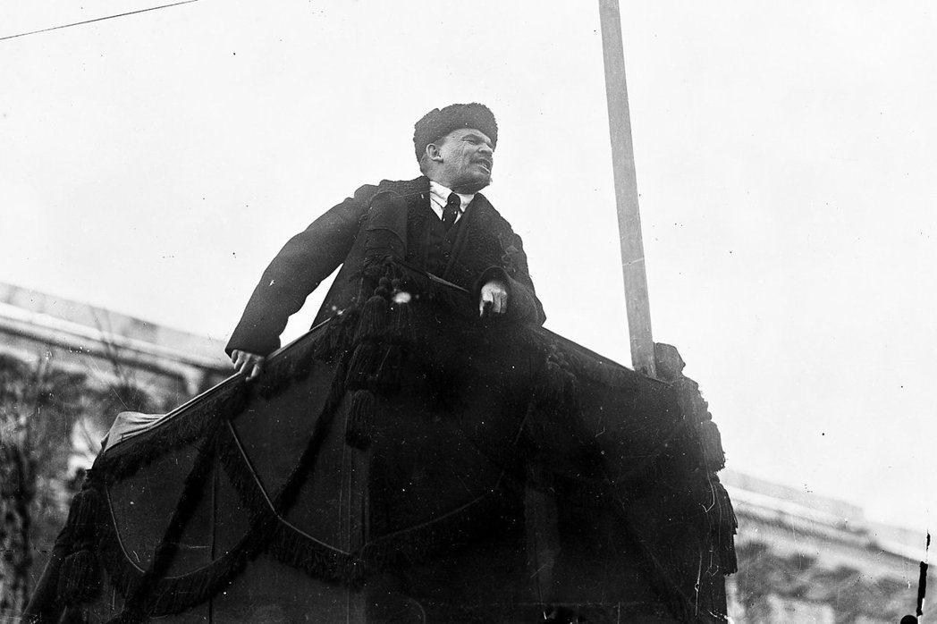 革命周年是形塑蘇聯身分的重要時機,關鍵在於向群眾解釋事件的意義,強化政權的合法性...