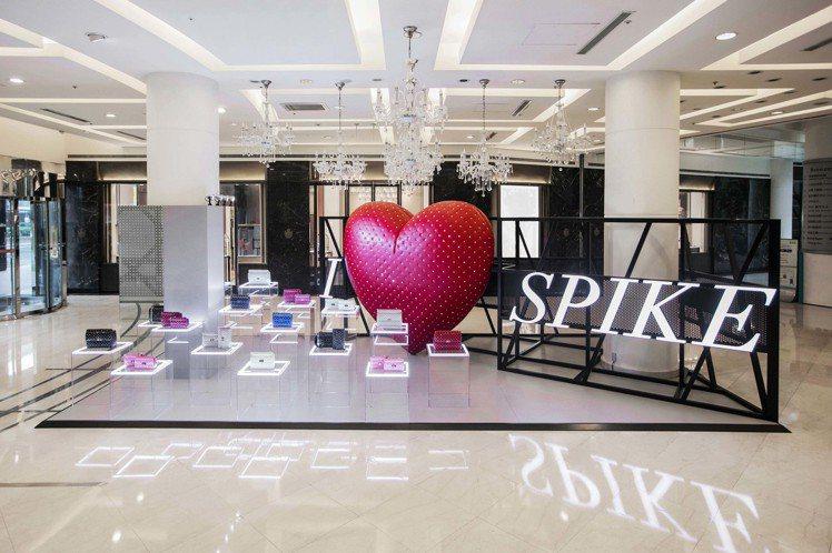 Valentino「I LOVE SPIKE」終於登台,巨型紅色鉚釘愛心降臨台北...