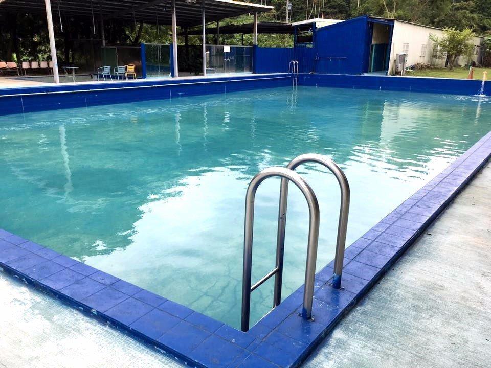園區設有戶外游泳池,夏天相當涼爽消暑。(圖片來源/飛鳳園FB粉絲團)