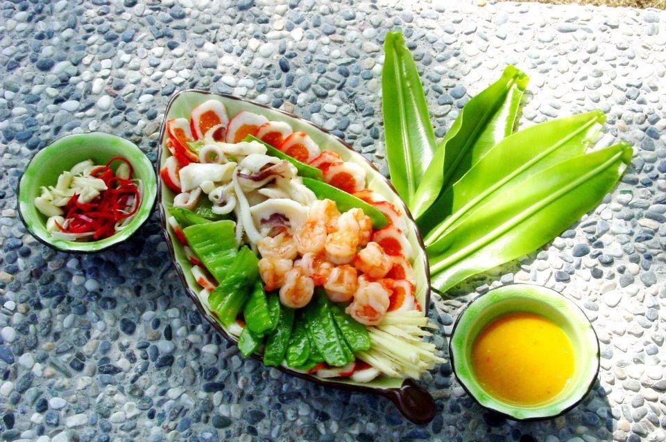 農莊裡提供各式道地美味的客家料理。(圖片來源/飛螢農莊FB粉絲團)