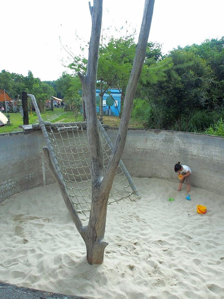 特別為小朋友設置的遊戲沙坑。(圖片來源/老官道休閒農場FB粉絲團)