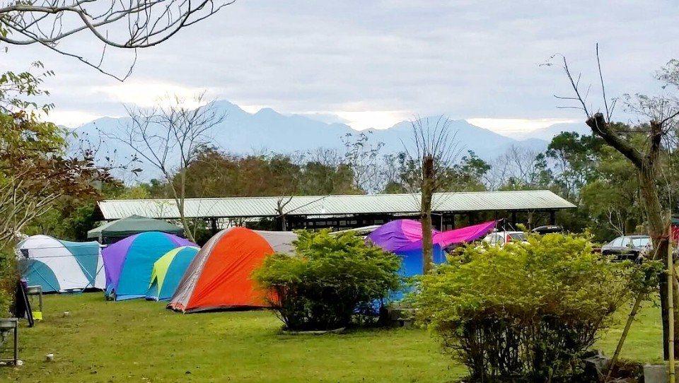 大草皮區露營區,視野相當遼闊。(圖片來源/樹寄屋籬景觀民宿官網)