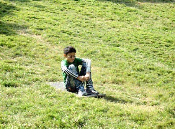 小朋友最愛的「70度斜坡滑草場」,非常刺激好玩。(圖片來源/樹寄屋籬景觀民宿官網...