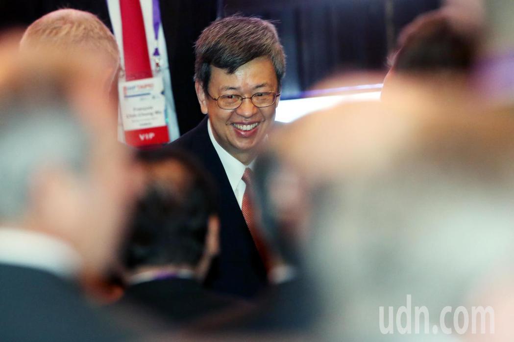 副總統陳建仁上午出席首度在台北舉行的「國際醫院聯盟第41屆世界醫院大會」,進場時...