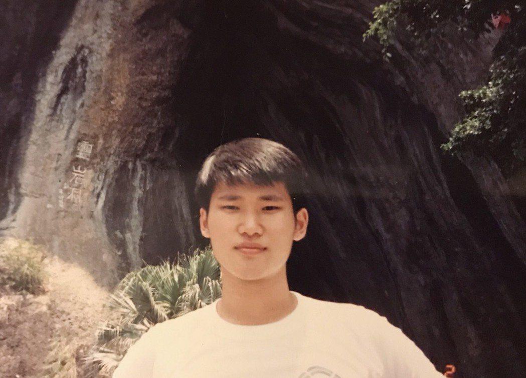 小應應蔚民高中時期頭髮還很多。圖/民視提供