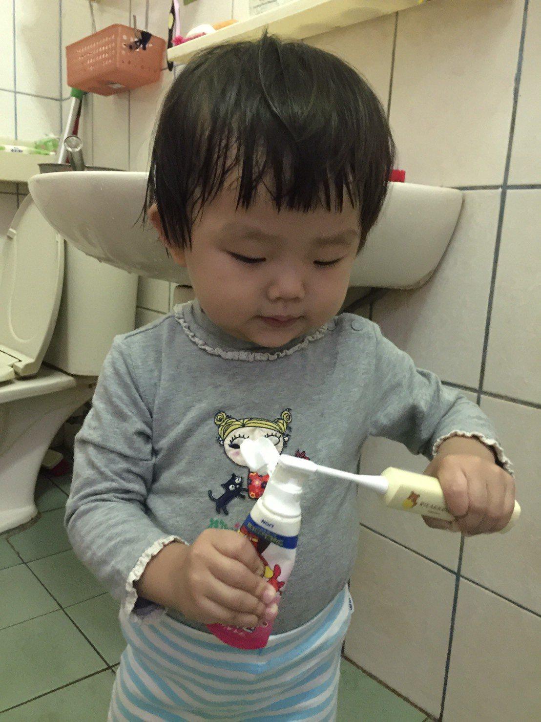 市售兒童牙膏含氟量多在500ppm左右,醫師認為兒童牙膏的含氟量也應該要達到10...