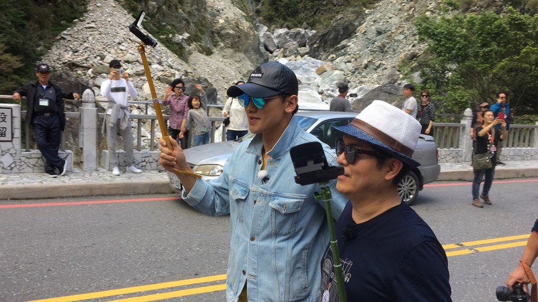 韓國天王Rain為節目到花蓮太魯閣取景。記者徐庭揚/攝影