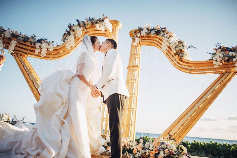 安以軒(左)與陳榮煉在夏威夷舉辦超奢華婚禮。圖/安以軒工作室提供