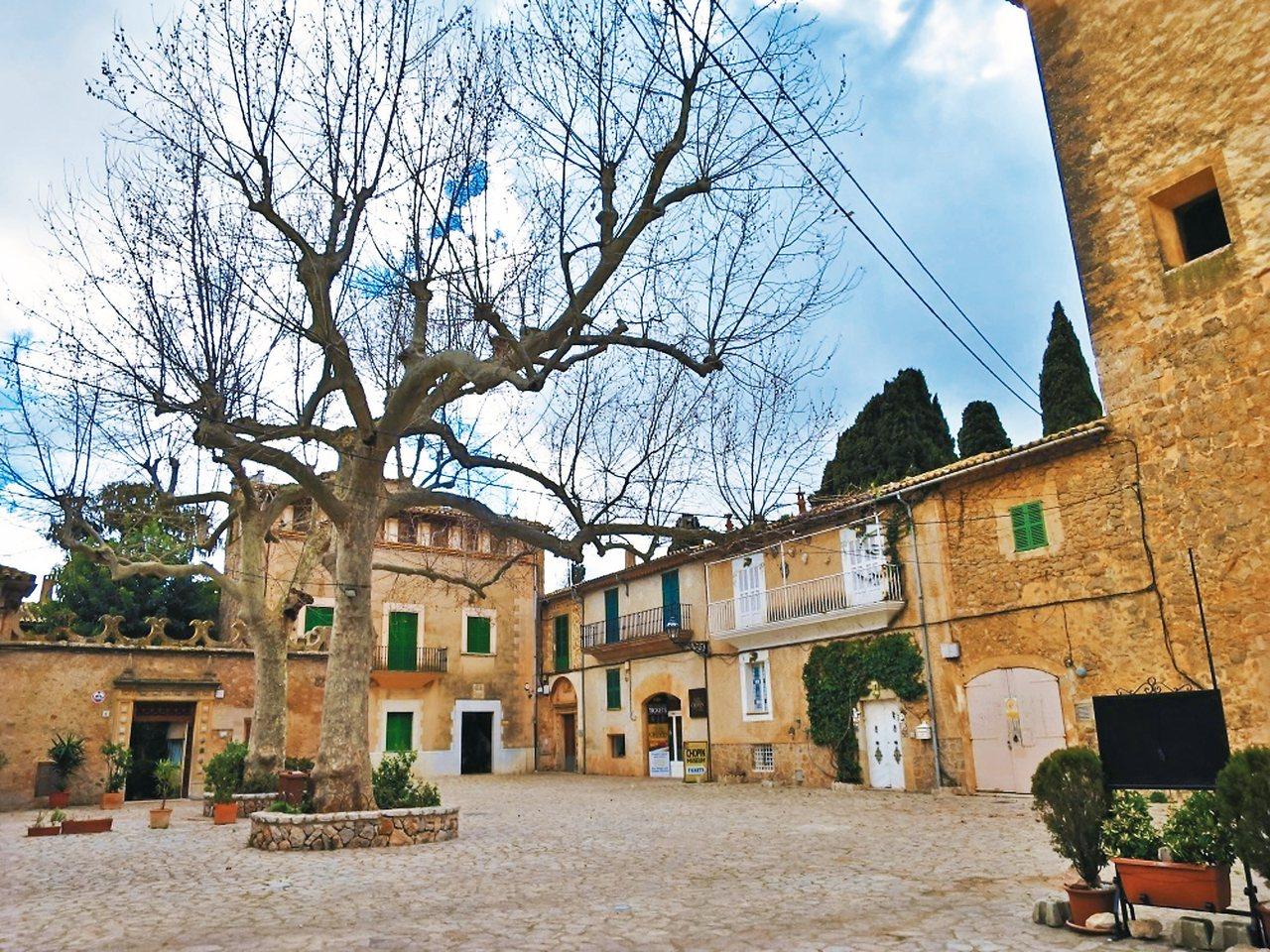 蕭邦與喬治桑曾居住過的修道院前廣場。 攝影/周育如