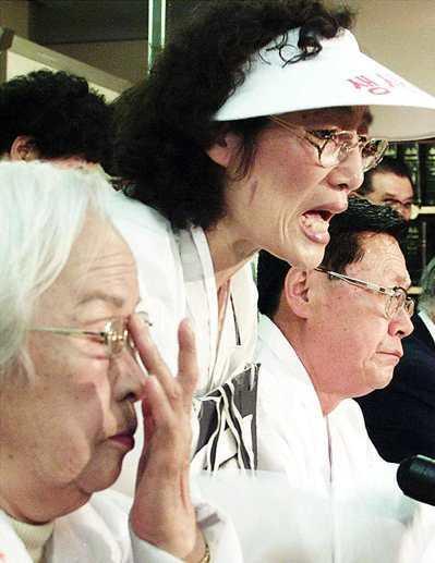 東京法院曾駁回南韓「慰安婦」的賠償告訴,引發南韓民眾憤怒。 路透